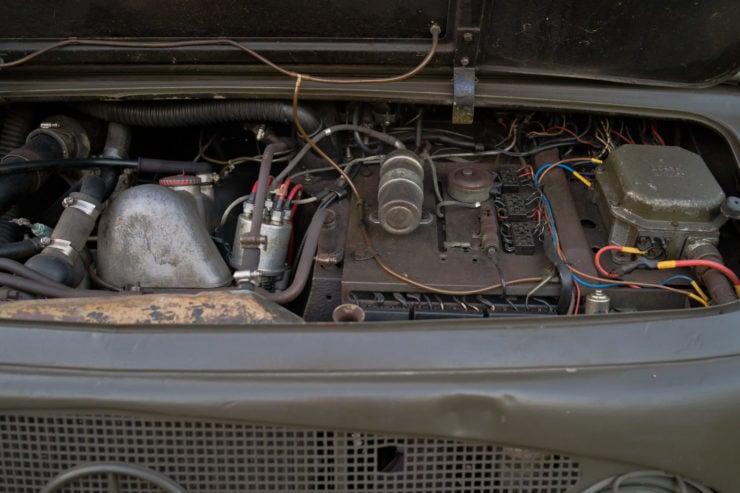 Mercedes-Benz Unimog 404 Engine 2