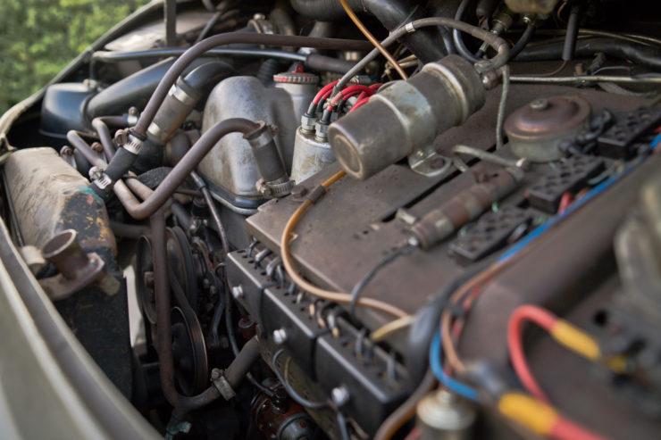 Mercedes-Benz Unimog 404 Engine