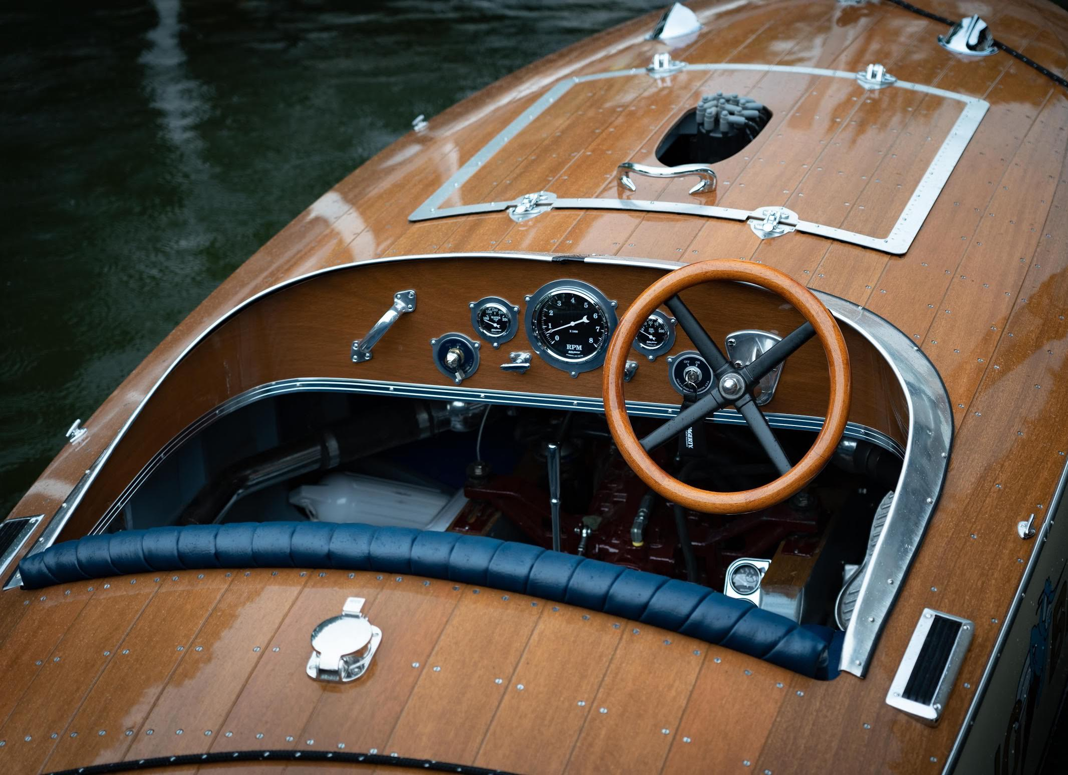 Bugbite Mahogany Speedboat