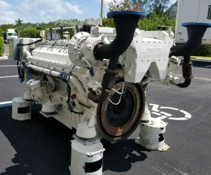 Twin-TurboDeutz V16 Marine Diesel Engine Back