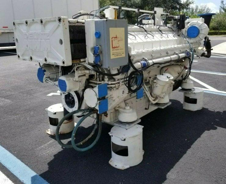 Twin-TurboDeutz V16 Marine Diesel Engine Front