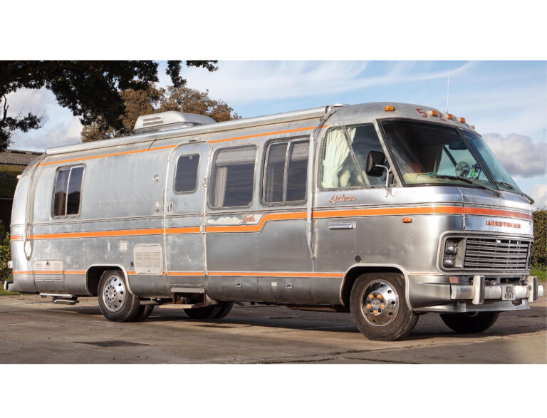 An Original Airstream Excella 280 Motorhome - A Retro-Luxury Home On Wheels