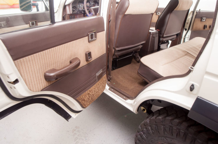 Toyota Land Cruiser J60 Interior 2