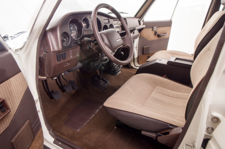 Toyota Land Cruiser J60 Interior
