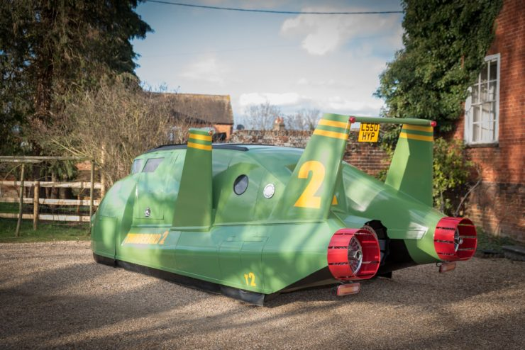 Thunderbirds-2-Camper-Van-1600x1071