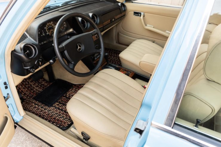 Mercedes-Benz 300TD Station Wagon Interior 1