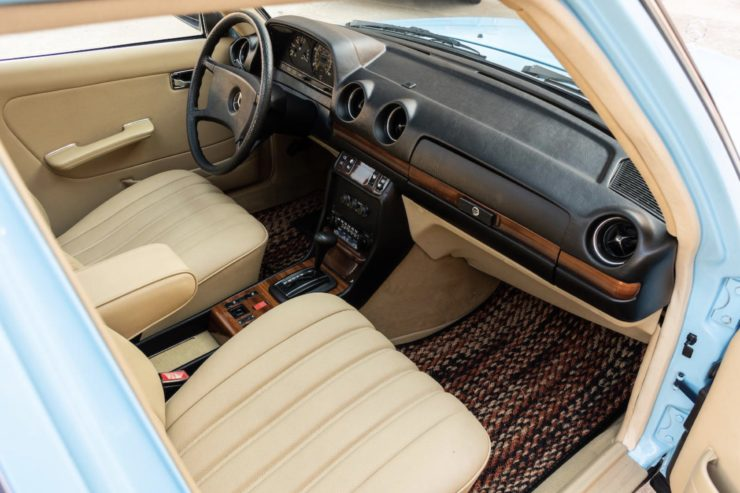 Mercedes-Benz 300TD Station Wagon Interior 2