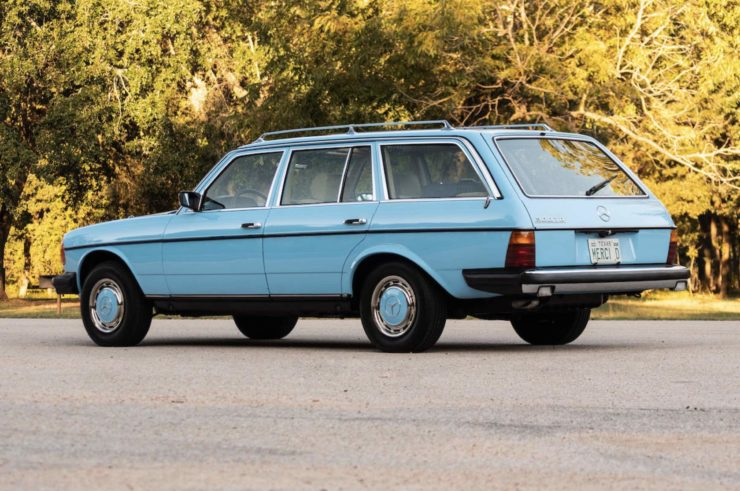 Mercedes-Benz 300TD Station Wagon Rear 3