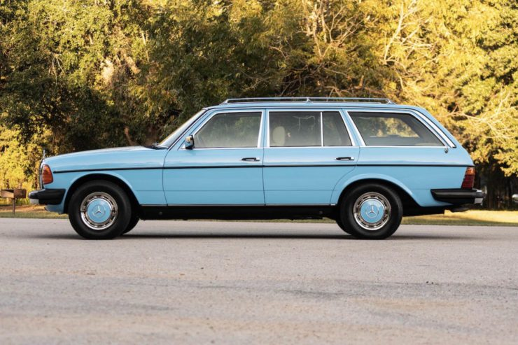 Mercedes-Benz 300TD Station Wagon Side 2