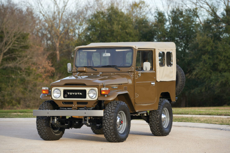 Toyota FJ40 Land Cruiser Soft-Top 1