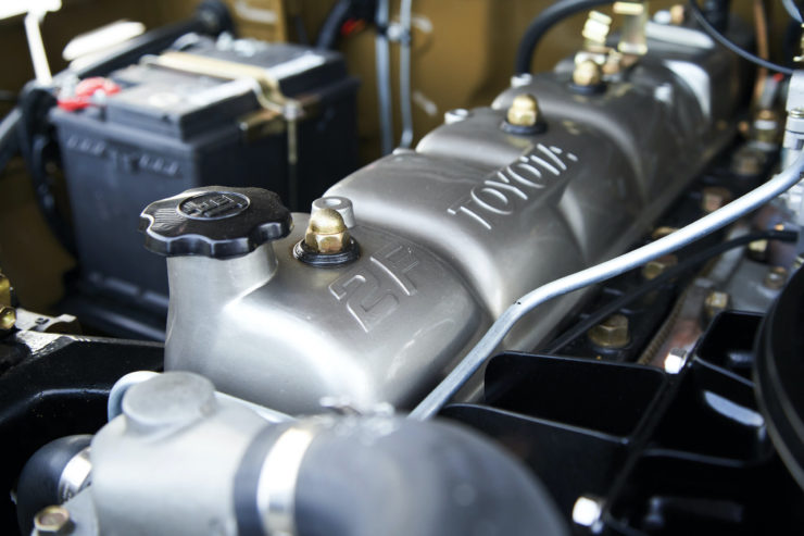 Toyota FJ40 Land Cruiser Soft-Top Engine 3