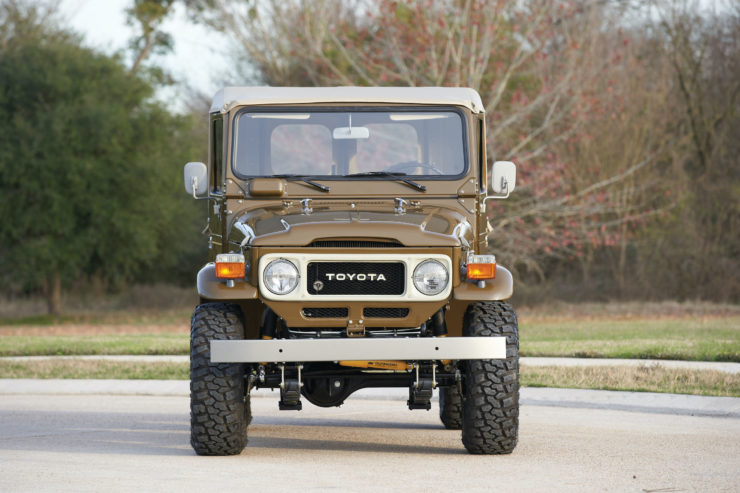 Toyota FJ40 Land Cruiser Soft-Top Front