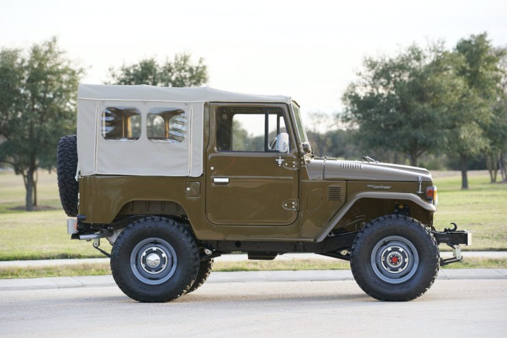 Toyota FJ40 Land Cruiser Soft-Top Side