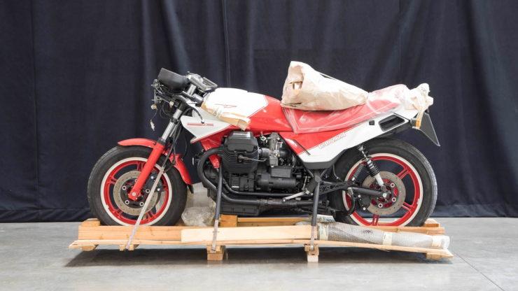 Moto Guzzi 850 Le Mans III Side