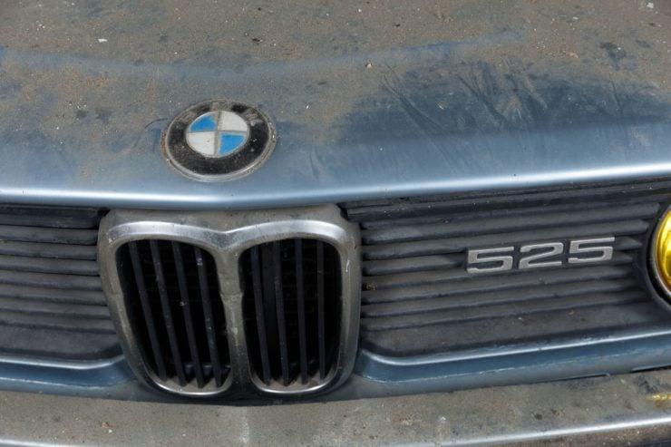 BMW 525 E12 Grille