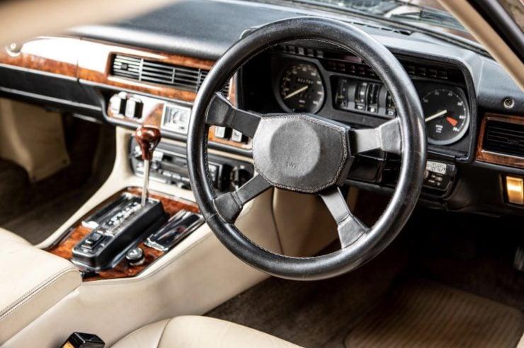 Jaguar XJS Dashboard + Steering Wheel