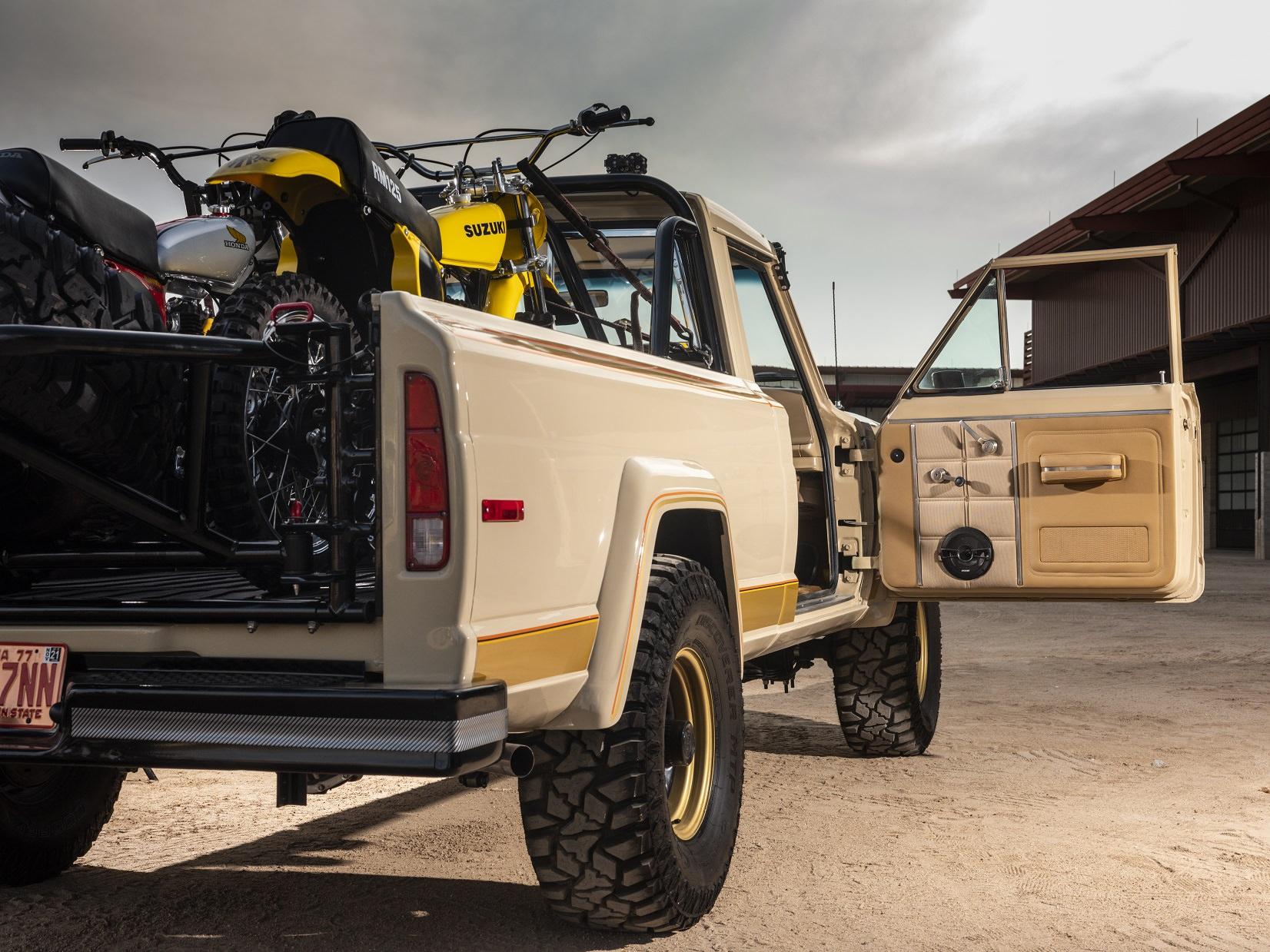 Jeep J10 Golden Eagle Pickup Back 1