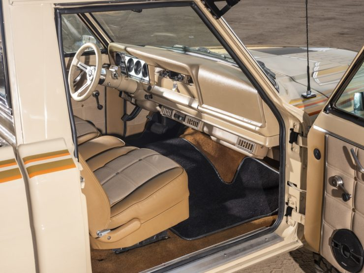 Jeep J10 Golden Eagle Pickup Interior