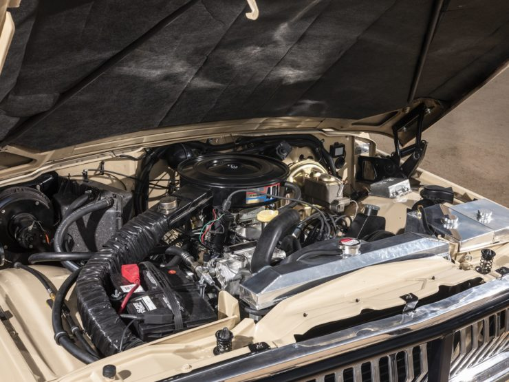 Jeep J10 Golden Eagle Pickup V8 Engine