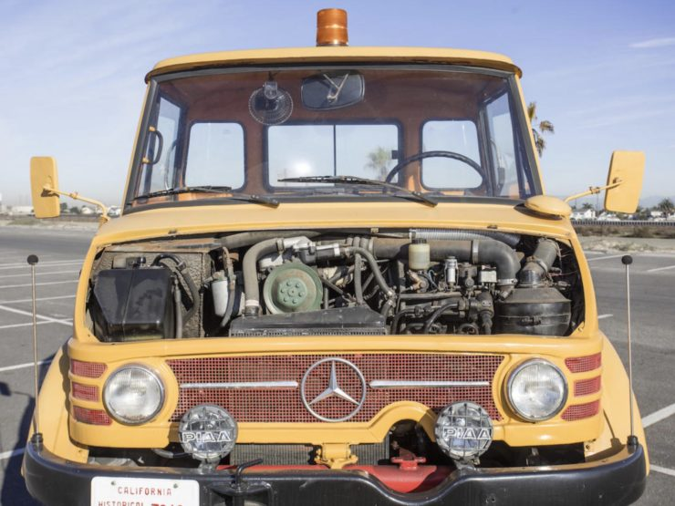 Mercedes-Benz Unimog Car Hauler Engine