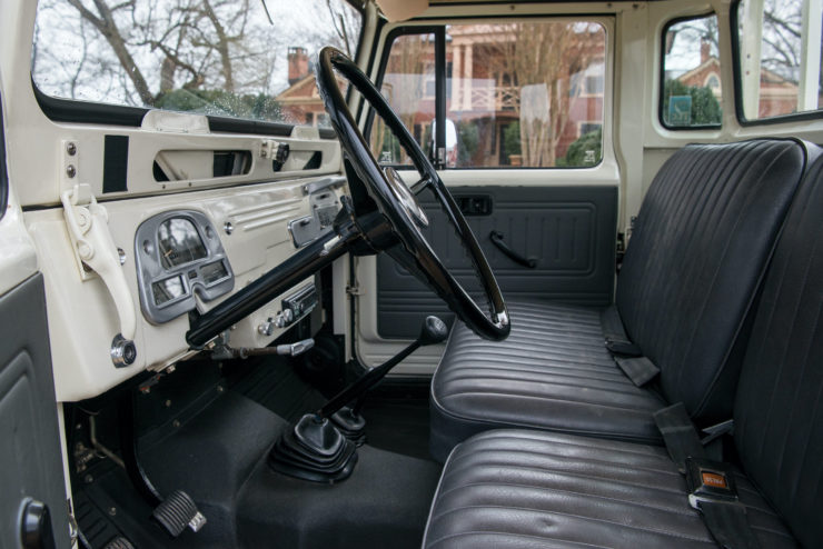 Toyota FJ45 Land Cruiser Interior 2