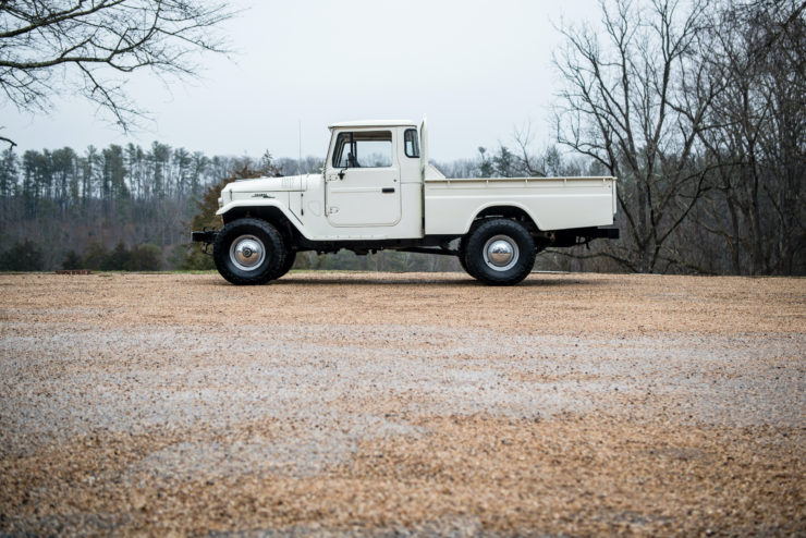 Toyota FJ45 Land Cruiser Side
