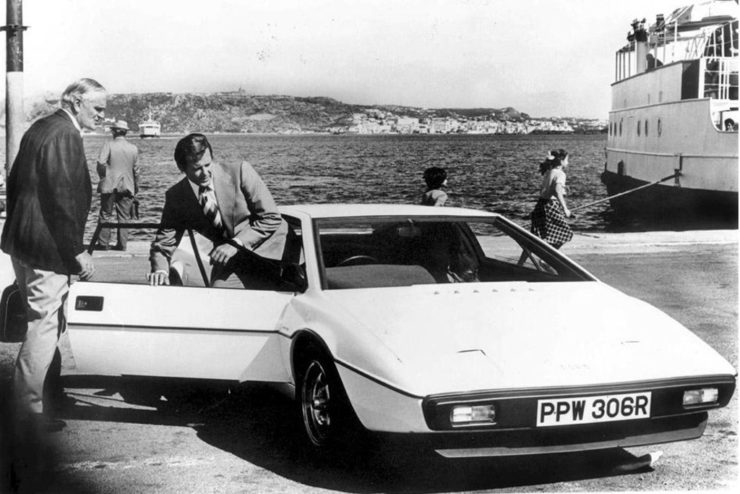 James Bond Lotus Esprit Roger Moore the spy who loved me