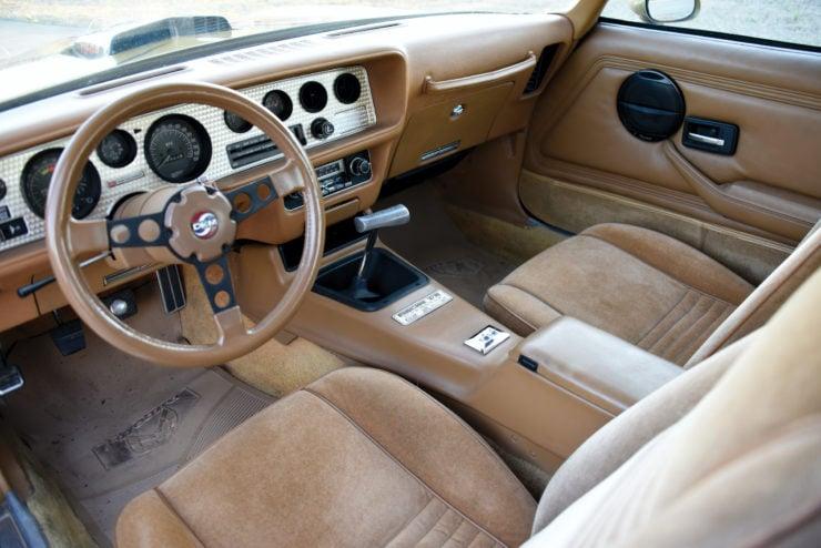 DKM Pontiac Macho Trans Am T/A Interior