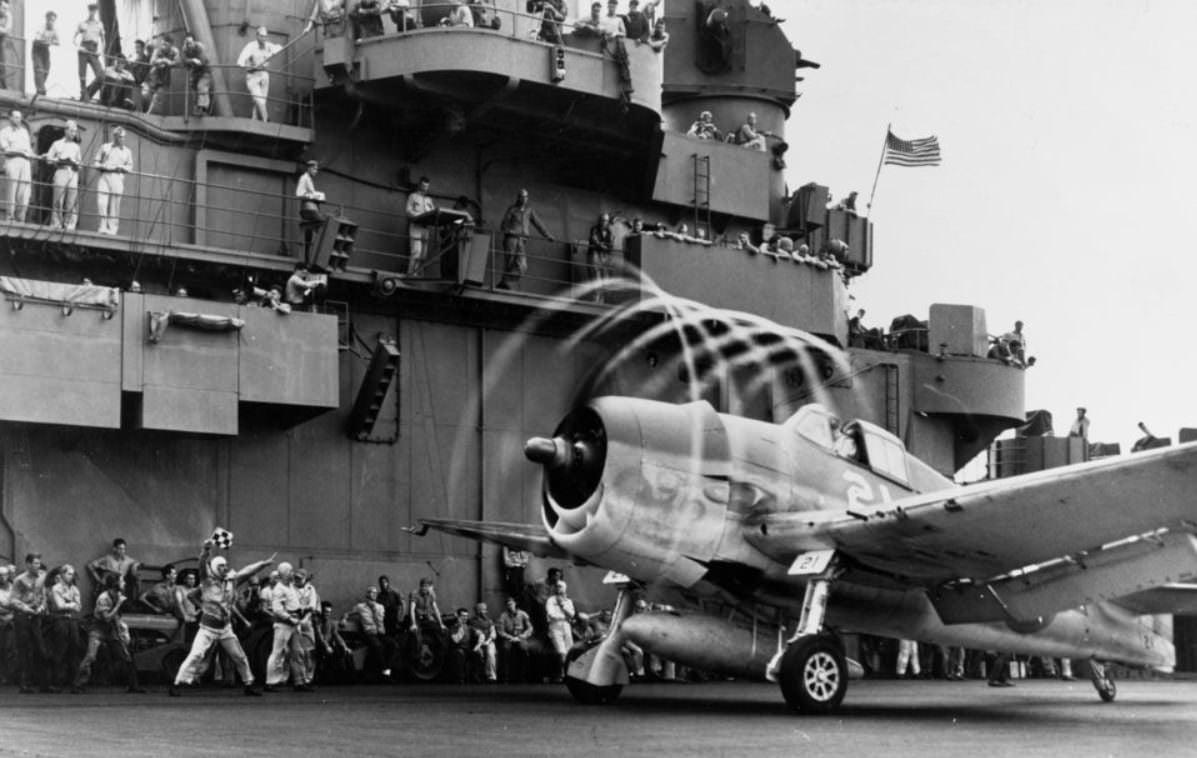 WW2 Pilot Training Film: Learn How To Fly The Grumman F6F Hellcat