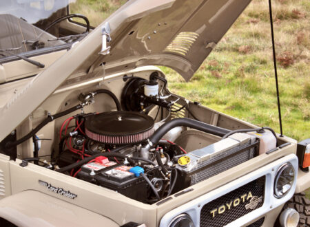 Toyota Land Cruiser FJ40 Engine Bay