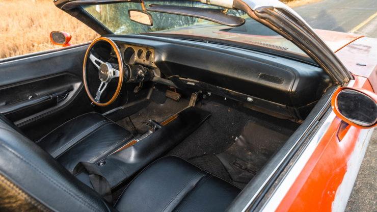 Plymouth Cuda 440-6 Interior 2