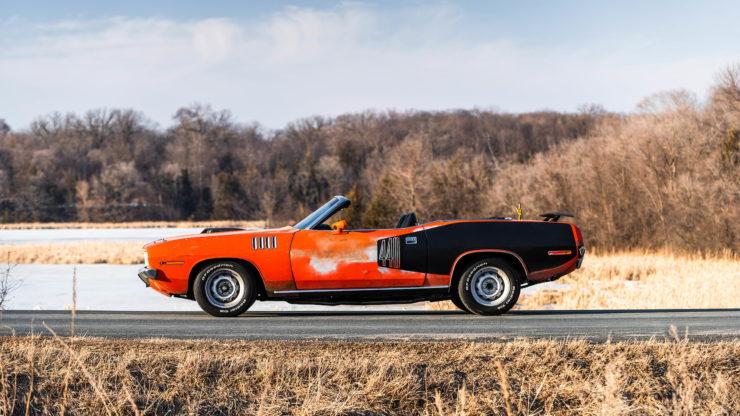 Plymouth Cuda 440-6 Side