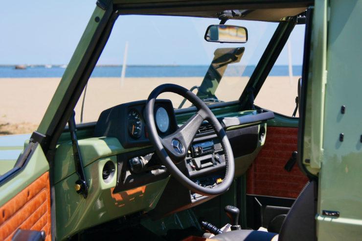 Mercedes-Benz G-Wagen Steering Whee 2