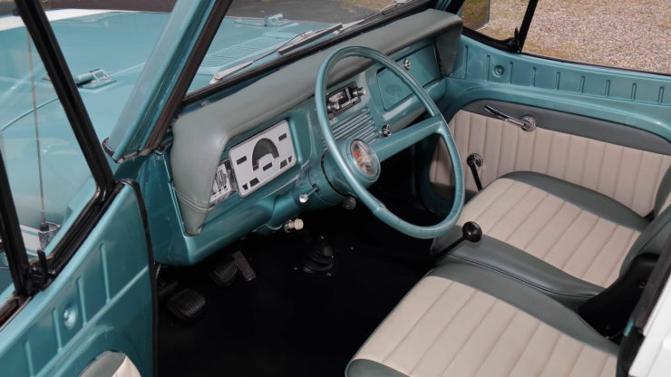 Jeepster Commando Interior