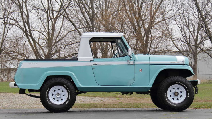 Jeepster Commando Side 2