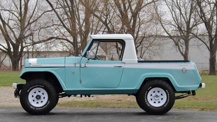 Jeepster Commando Side