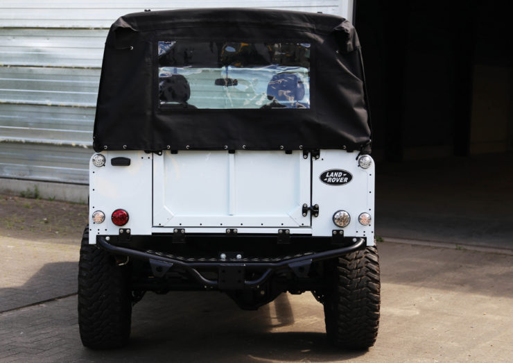 Land Rover Defender 110 V8 Back 2