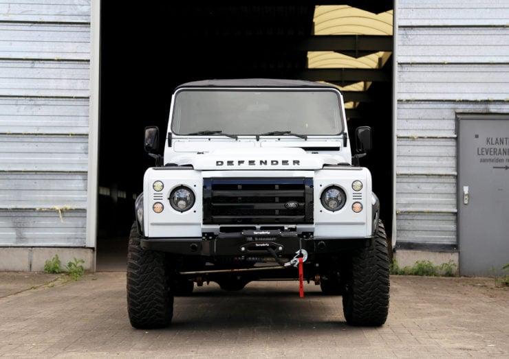 Land Rover Defender 110 V8 Front
