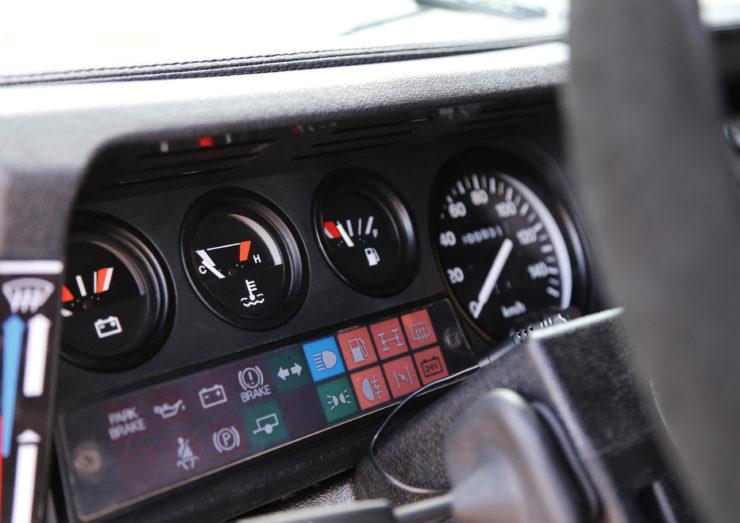 Land Rover Defender 110 V8 Gauges
