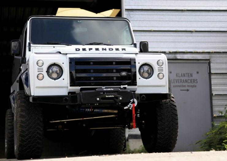 Land Rover Defender 110 V8 Grille