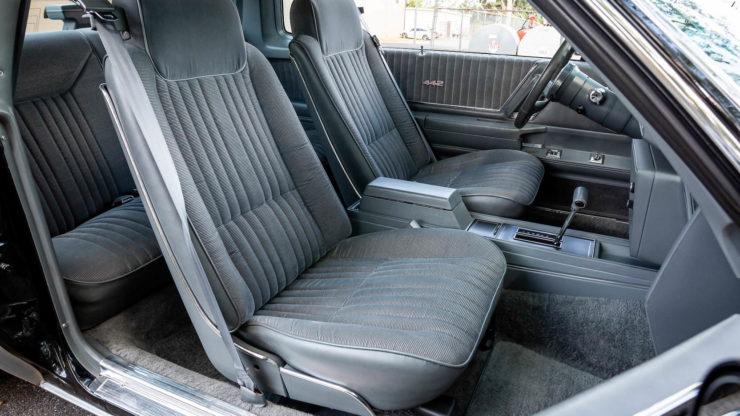 Oldsmobile 442 Seats 2
