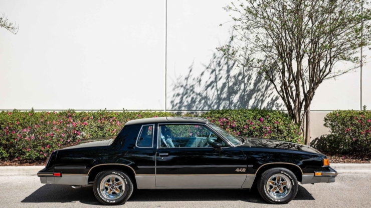 Oldsmobile 442 Side