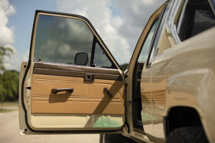 Toyota 4×4 Pickup HiLux Door