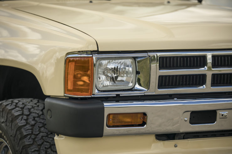 Toyota 4×4 Pickup HiLux Headlight