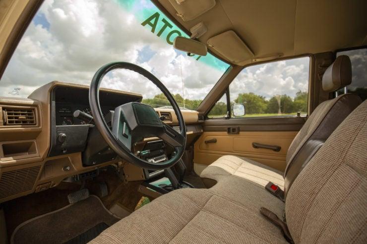 Toyota 4×4 Pickup HiLux Interior