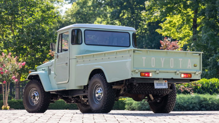 Toyota FJ45 Land Cruiser Pickup Back