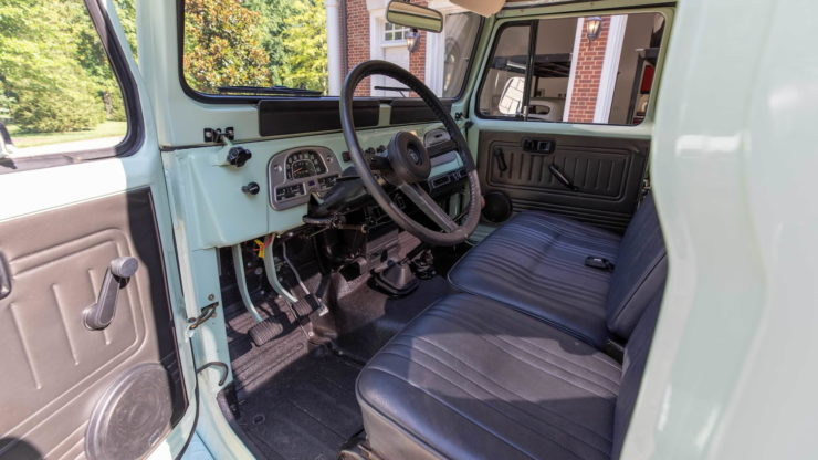 Toyota FJ45 Land Cruiser Pickup Interior