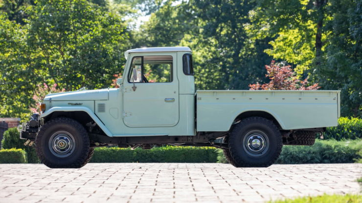Toyota FJ45 Land Cruiser Pickup Side