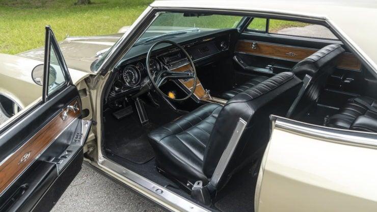 Buick Riviera First Generation interior