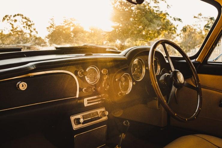 Aston Martin DB4 9